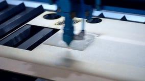 Laser-Stich auf Holz stock video footage