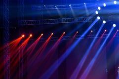 laser-strålar riktar uppmärksamheten på etappen Arkivbilder