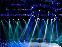 laser-strålar riktar uppmärksamheten på etappen Royaltyfri Fotografi