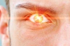 Laser-Strahl auf Auge Stockbild