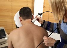 Laserfysiotherapie royalty-vrije stock afbeeldingen