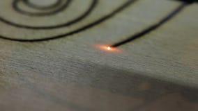 Laserknipsel ontworpen delen van hout stock footage