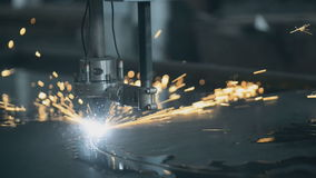Laserknipsel van metaal stock video