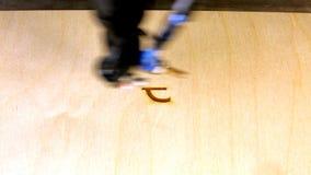 Laserstraal die het euro teken (â '¬) graveren stock videobeelden