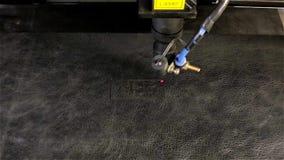 Laserstrahlschnittwort HAUT stock video