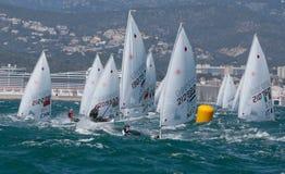 Laseru klasowy żeglowanie podczas regatta w palmie de Mallorca zdjęcie stock