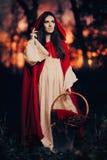 lasowego kapiszonu mała czerwona jazda Zdjęcia Royalty Free