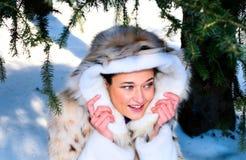 lasowej dziewczyny ładna zima zdjęcia royalty free