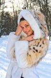 lasowej dziewczyny szczęśliwa zima Zdjęcia Stock
