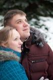lasowi kochankowie obsługują zima kobiety potomstwa Zdjęcie Royalty Free