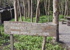 Lasowy ślad ściółki znak obrazy stock