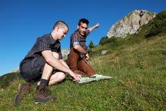 Lassen Sie uns auf dem Berg steigen! Lizenzfreie Stockfotos