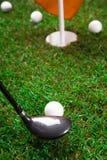 Lassen Sie uns Golf spielen! stockfotografie