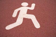 Lassen Sie Zeichen, Fußgängerstraßenschild auf einem laufenden Weg laufen Stockfoto