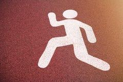 Lassen Sie Zeichen, Fußgängerstraßenschild auf einem laufenden Weg laufen Lizenzfreie Stockfotografie