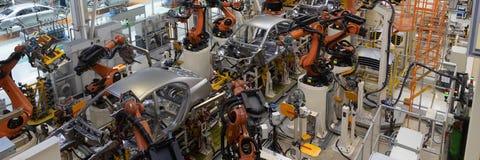 Lassen van autolichaam Automobielproductielijn Lang formaat Breed kader stock afbeelding