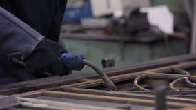 Lasser At Work In Lassenworkshop 3 stock videobeelden