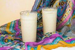 Lassi nacional indio de la bebida con el yogur y las especias fotos de archivo libres de regalías