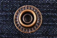 ?lassic gevormde jeans met klinknagel stock fotografie