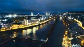 Lasso di tempo aereo dell'orizzonte di Zurigo all'alba archivi video