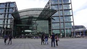 Lasso di tempo Berlin Hauptbahnhof, stazione ferroviaria centrale video d archivio