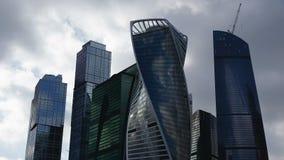 Lasso di tempo complesso dei grattacieli della città stock footage