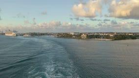 Lasso di tempo Cruiseship che lascia porto Aruba archivi video