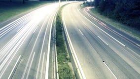 Lasso di tempo dei semafori delle automobili sulla strada principale stock footage