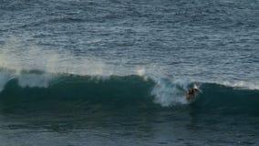 Lasso di tempo dei surfisti stock footage