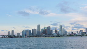 Lasso di tempo del centro di panorama 4k di Miami del cielo di tramonto di giorno di estate Florida S.U.A. video d archivio