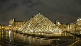 Lasso di tempo del museo del Louvre di Parigi stock footage