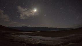 Lasso di tempo del parco nazionale di Death Valley degli appartamenti del sale del bacino di Badwater archivi video