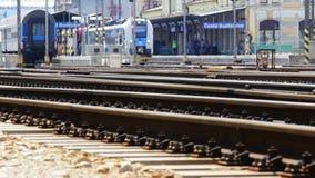 Lasso di tempo del treno sulla stazione principale Ceske Budejovice video d archivio