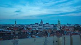 Lasso di tempo dell'orizzonte di paesaggio urbano di Budapest nel giorno dell'Ungheria al timelapse 4K di notte archivi video