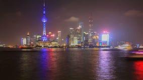Lasso di tempo dell'orizzonte di Shanghai e del fiume Huangpu, Cina video d archivio