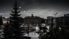 Lasso di tempo della città, nuvole massicce stock footage
