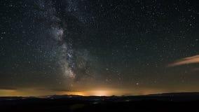Lasso di tempo della galassia della Via Lattea - stelle commoventi alla notte stellata - bella astrofotografia 4K 3840 x 2160 del stock footage
