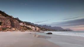 Lasso di tempo della spiaggia di Clifton a Città del Capo Sudafrica video d archivio