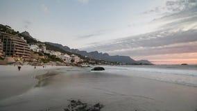 Lasso di tempo della spiaggia di Clifton a Città del Capo Sudafrica stock footage