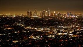 Lasso di tempo della vista aerea di Los Angeles di notte - archivi video