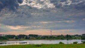 Lasso di tempo della vista e delle nuvole del lago archivi video