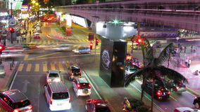 Lasso di tempo delle luci del traffico cittadino archivi video