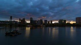 Lasso di tempo delle nuvole e del cielo sopra Portland del centro Oregon al uhd di tramonto 4k stock footage