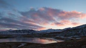 Lasso di tempo delle nuvole e della montagna in Islanda video d archivio