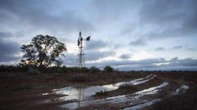 Lasso di tempo delle nuvole rapide al tramonto archivi video