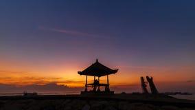 Lasso di tempo di alba alla spiaggia in Indonesia stock footage