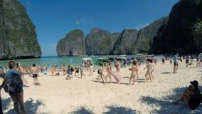 Lasso di tempo di Maya Bay Thailand Tourist Crowds video d archivio