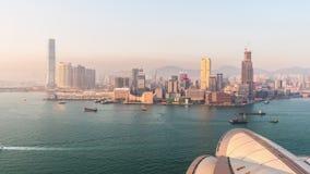 Lasso di tempo di panorama 4k di tramonto del tetto del teatro dell'opera dell'isola di Hong Kong Cina archivi video