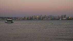 Lasso di tempo di San Diego City Skyline Twilight Moonrise video d archivio