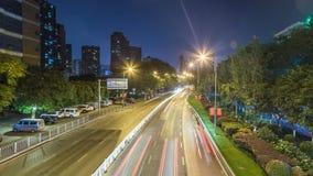 Lasso di tempo di traffico occupato alla notte a Chongqing archivi video